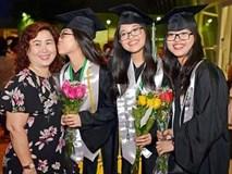 """Chị em sinh 3 người Việt """"ghi danh"""" vào lịch sử giáo dục bang Texas"""