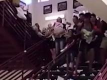 Xôn xao clip học sinh xé sách vở mừng ngày ra trường