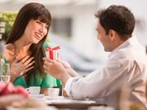 """Bạn gái đòi tặng quà hơn 50 lần/năm, liệu có phải """"đào mỏ""""?"""