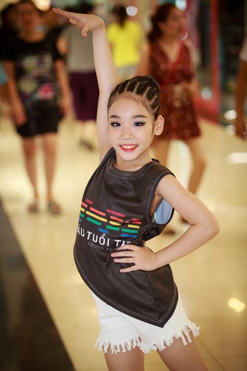 Một lần nữa, Gia Như lại chinh phục khán giả bằng tạo hình vừa đáng yêu, vừa quyền lực cùng tài năng nhảy múa vô cùng nổi trội của mình.