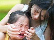 Đây là cách dỗ con nín khóc sai lầm mà cứ 10 mẹ thì tới 9 mẹ mắc phải