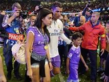 Ronaldo tặng huy chương vô địch cho bạn gái Georgina