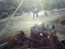 Thái Lan: Xe máy chở 3 bị ô tô hất tung lên trời