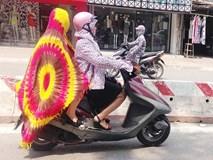 """Ngày nóng """"rồ người"""" như này mới thấy cách chống nắng của người Hà Nội vừa sáng tạo vừa bá đạo"""