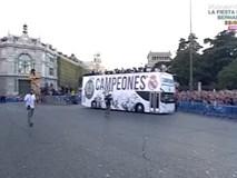 Các cầu thủ Real tổ chức buổi lễ rước Cúp quanh các con phố