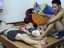 Thương tâm những bệnh nhi vật lộn với nắng nóng hơn 40 độ ở xóm trọ nghèo