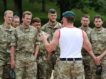 ĐT Anh tập luyện cùng quân đội Hoàng gia trước vòng loại World Cup