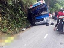 Xe 45 chỗ chở học sinh đâm vách núi: 2 phụ huynh thiệt mạng