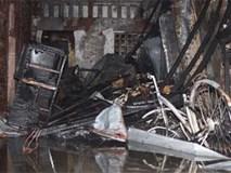 Cháy nhà trong hẻm ở Sài Gòn, nhiều người tháo chạy