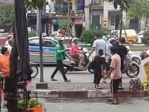 Xôn xao clip GrabBike bị xe ôm truyền thống choảng giữa phố Hà Nội