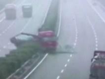 Tông xe liên hoàn trên cao tốc vì đường trơn