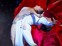 Liveshow Khánh Thi 25 năm: Khánh Thi ôm Chí Anh, Phan Hiển khóc