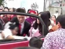 Sự thật gây sốc sau clip chú rể thô bạo lôi cô dâu xuống xe vì bị phản bội