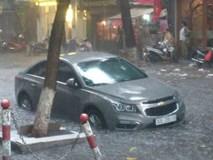 Video: Hà Nội mưa lớn, nhiều tuyến phố ngập