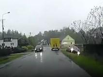 Lên xe là phóng và cái kết bên vệ đường