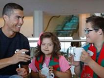 Ronaldo làm từ thiện giữa cáo buộc trốn thuế