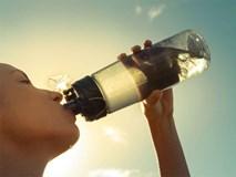 4 sai lầm phổ biến khi uống nước gây hại sức khỏe