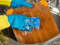 Rửa thớt bằng nước rửa bát: Sai lầm nghiêm trọng khiến bạn đang rước bệnh cho cả nhà