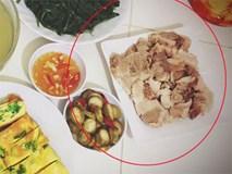 """Khoe mâm cơm 5 món chỉ 23 nghìn, dân mạng lại chú ý đến đĩa thịt lợn """"có gì đó sai sai"""""""