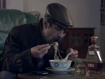 Trùm giang hồ giàu nứt vách, muốn gì có nấy mà 25 tập phim chỉ thấy Thế Chột ăn mỗi mỳ tôm!