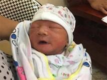 Tìm người thân cho bé trai sơ sinh bị bỏ rơi trên xe taxi trong đêm