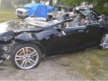 Tai nạn chết người trên xe Tesla khi hệ thống lái tự động kích hoạt