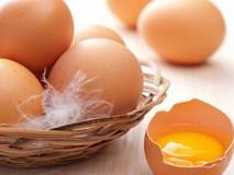 4 mẹo nhỏ giúp bạn phân biệt trứng thật hay giả trong chớp mắt