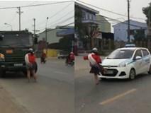 Cô gái chặn đầu xe tải, đạp taxi, chạy đua với xe buýt ở Hà Nội
