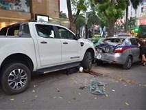 """Nữ sinh đi thi về bị """"xe điên"""" tông giữa phố nguy kịch tính mạng"""