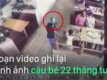 Bé trai bị bắt cóc ngay trước mặt ba mẹ