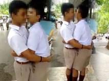 Can tội đánh nhau, 2 nam sinh Thái Lan bị phạt ôm hôn 100 lần trước đám đông
