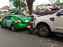 """Hà Nội: Xe """"điên"""" đâm 5 ô tô, xe máy, 3 người thương vong"""