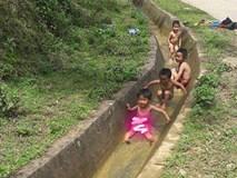 Chẳng cần vào công viên nước đắt đỏ, mùa hè của lũ trẻ vùng cao chỉ thế này là đủ vui rồi!