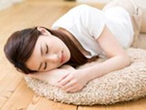 """""""Tôi cố gắng ngủ trên sàn nhà trong vòng một tuần và đây là kết quả chẳng ai ngờ đến"""""""