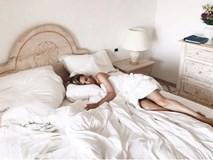 """De Gea tung ảnh """"giường chiếu"""" của bạn gái ca sĩ"""