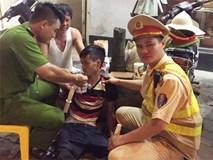 CSGT giúp đỡ 1 nam thanh niên bị lừa bán sang Trung Quốc tìm đường về nhà