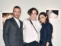 Vợ chồng David Beckham tình tứ trong ngày ra mắt sách ảnh của con trai