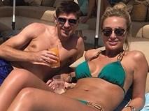 Bà xã Gerrard khoe dáng chuẩn dù là mẹ của bốn đứa con