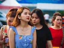 Dàn fan nữ xinh đẹp trẩy hội trên sân Thống Nhất