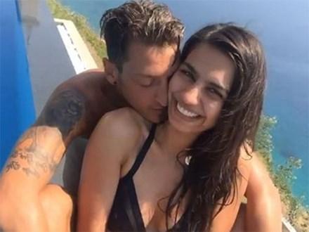 Nhan sắc hoa hậu Thổ Nhĩ Kỳ khiến Mesut Ozil bỏ bạn gái ca sĩ