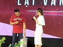 Mỹ Tâm ôm MC Lại Văn Sâm hát tiệc chia tay VTV