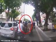 Cô gái đi SH bị dàn cảnh cướp túi xách giữa phố Thủ đô