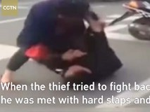 Tên trộm bất lực không thể thoát thân vì một phụ nữ