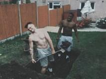"""Hai chàng trai tự chôn sống mình suốt 24 giờ để """"câu like"""" gây sốc cộng đồng mạng"""