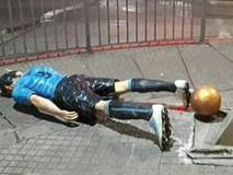 """Đến bức tượng của Luis Suarez cũng """"đi"""" dự đám cưới của Messi"""