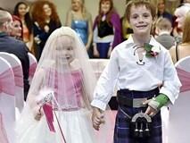 Bé gái 5 tuổi làm đám cưới với bạn thân trước khi qua đời
