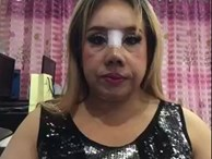 """Nữ đại gia Thái Lan đổi chồng như thay áo lại gây ồn ào trên mạng xã hội vì """"đập mũi đi sửa lại"""""""