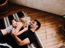 """Vợ cứ thế này khi """"yêu"""" thì chồng mãi mê đắm chẳng thèm tòm tem"""