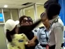 Bị yêu cầu tháo đồng hồ khi qua cổng an ninh, vợ cảnh sát trưởng tức tối tát thẳng vào mặt nữ nhân viên sân bay