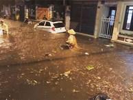 Bất chợt mưa lớn, Hà Nội ngập nặng